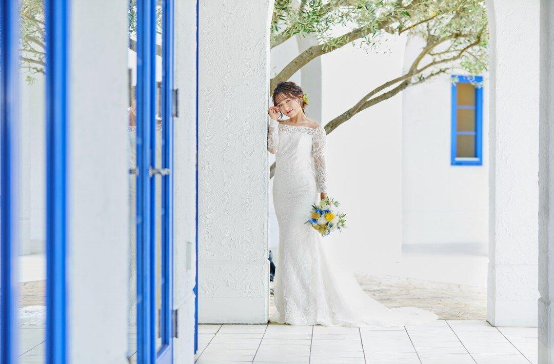 マーメイドラインのウエディングドレスを着ている花嫁