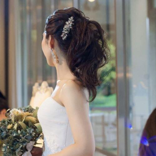 ポニーテールをしている花嫁