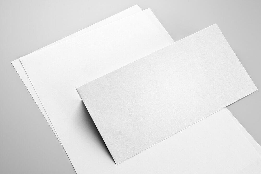 白い封筒と便箋