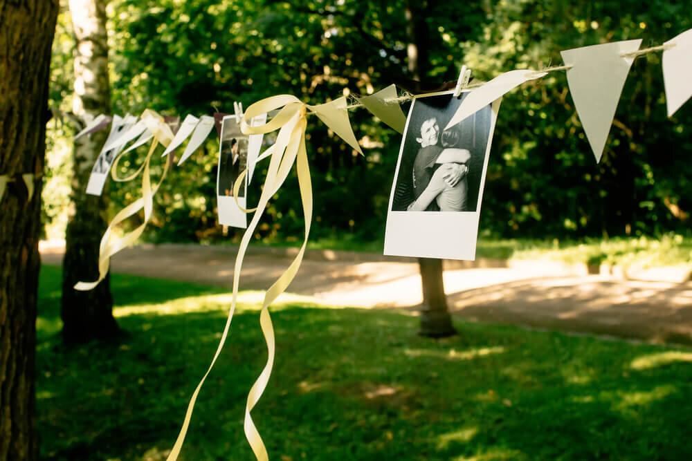 吊るされたスナップ写真