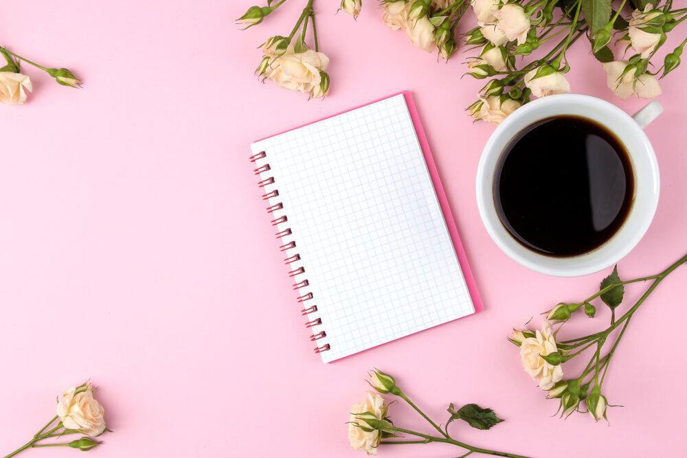 コーヒーと並ぶノート