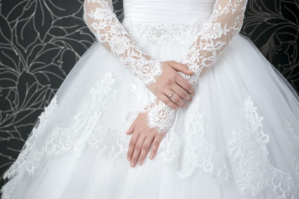 ロングスリーブのウエディングドレス