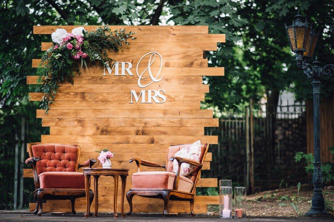 ガーデンに設置された結婚式のフォトスポット