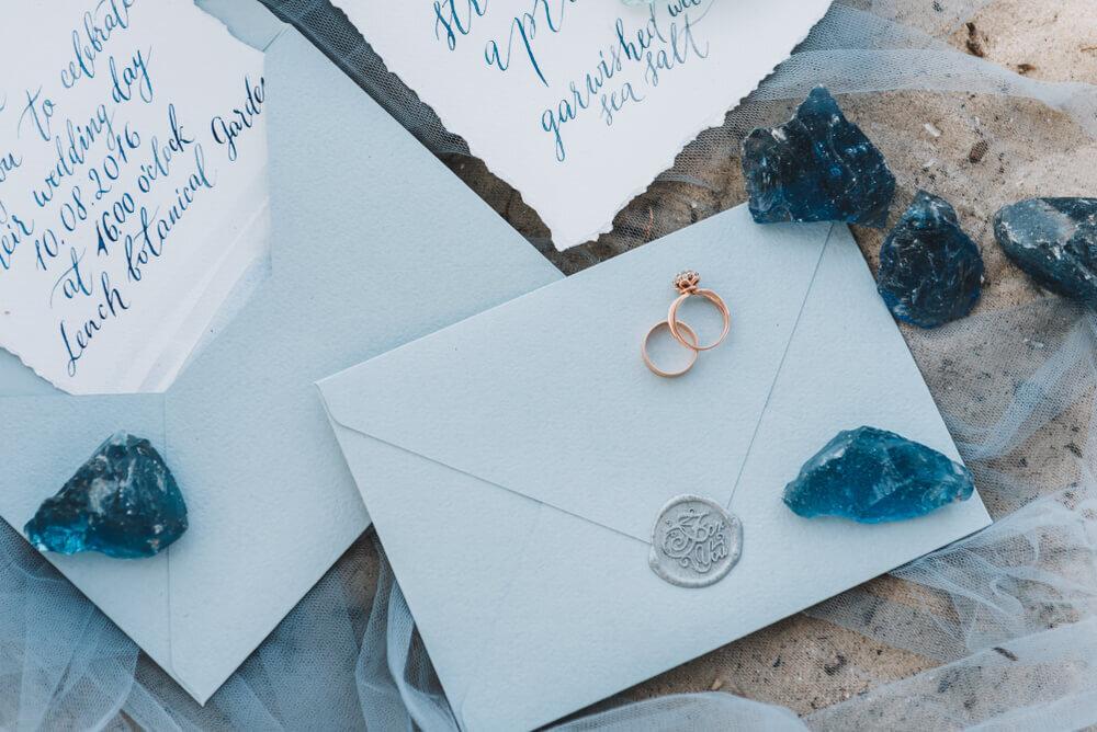 招待状とメッセージカード