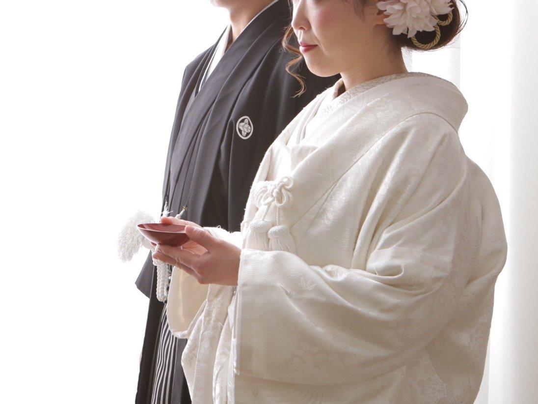 白無垢を着た花嫁の姿