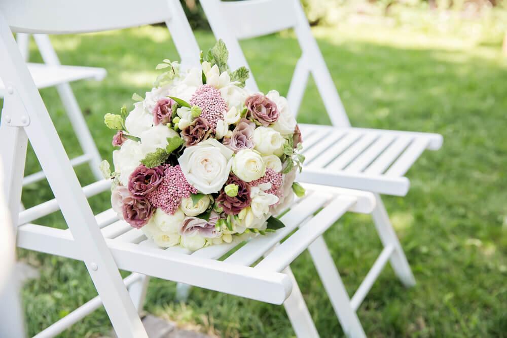 花で飾られたゲスト席