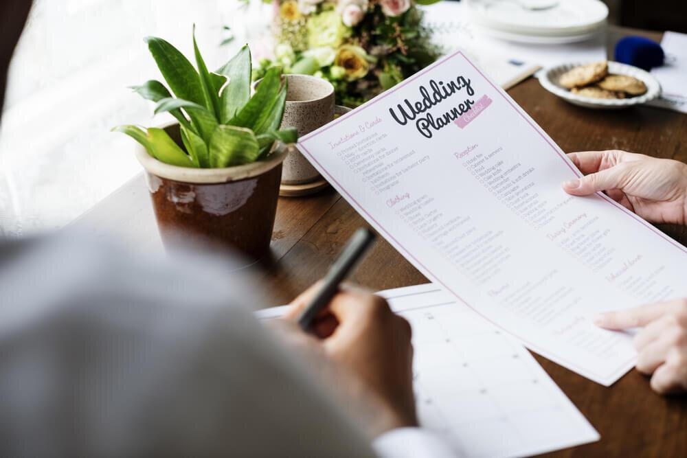 結婚式のプランが書かれた紙