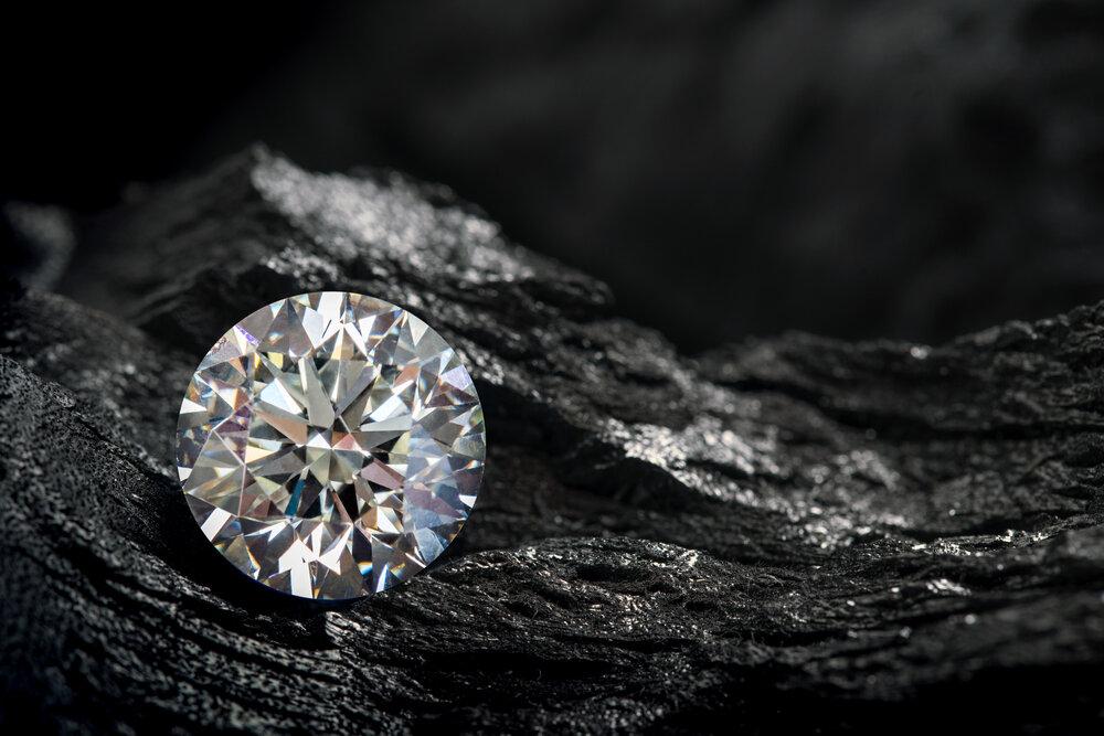輝きを放つダイヤモンド