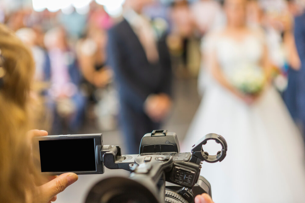 結婚式を撮影するカメラ