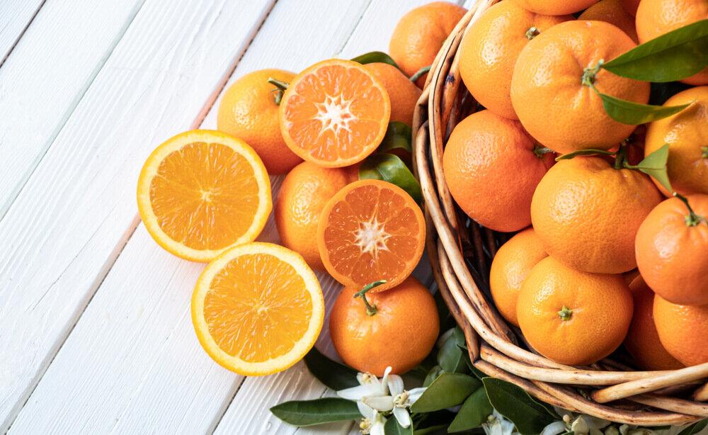 籠に入ったオレンジ