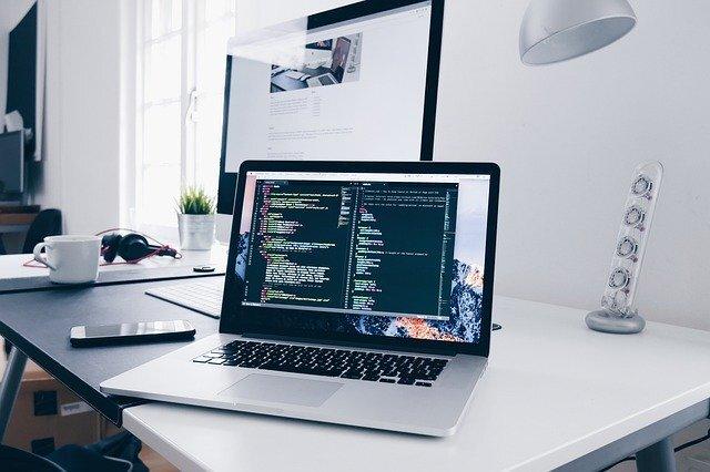 WEBデザイナーの平均年収とは?年収を高くするコツを解説