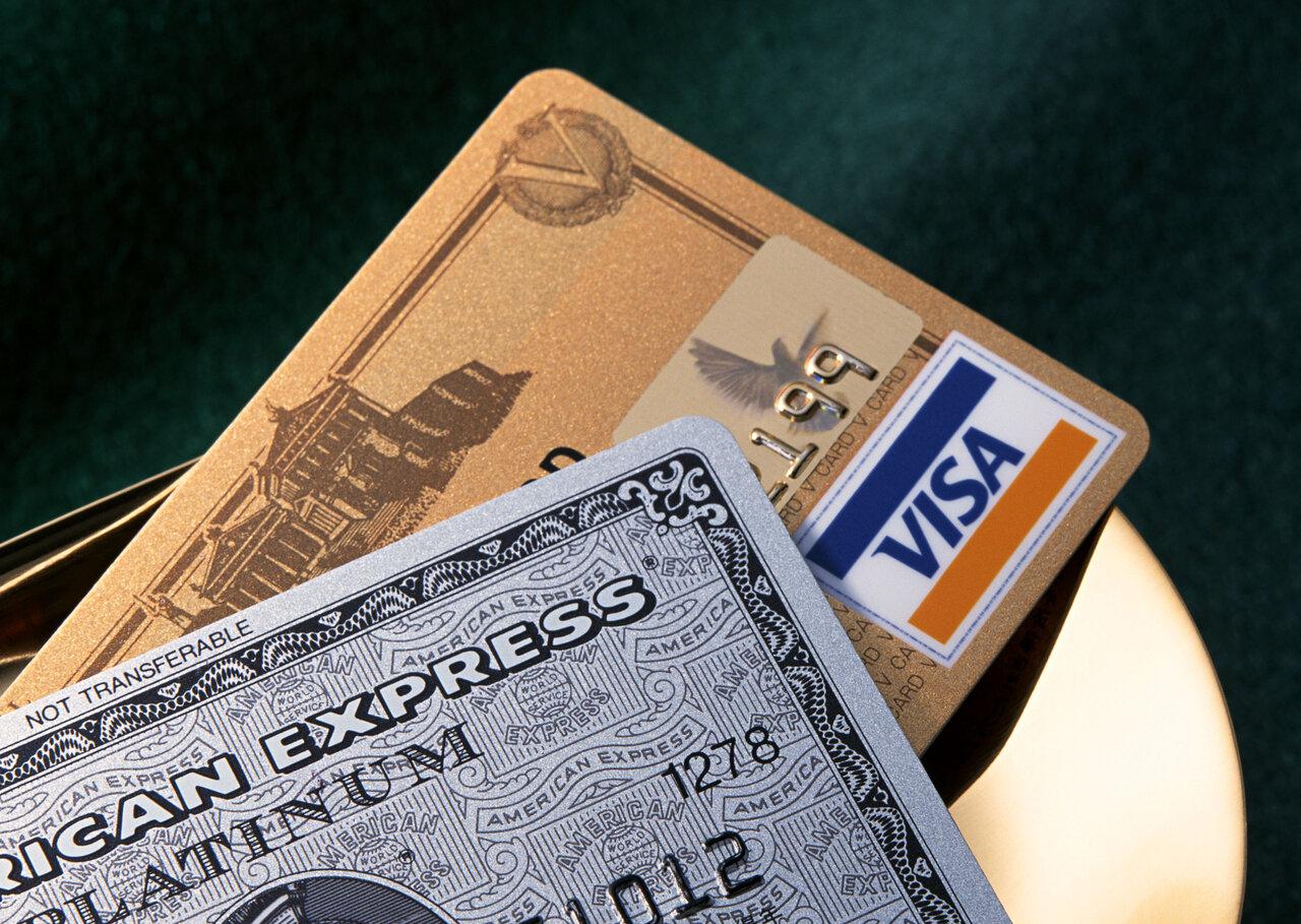 個人用クレジットカードで経費を払うとどうなる?個人事業主が事業用クレジットカードを作る確定申告のメリットを紹介