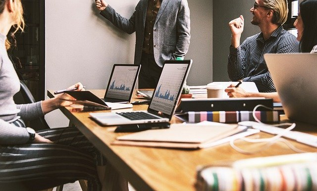 サラリーマンの副業に注意!転職と副業で収入をアップするコツを解説