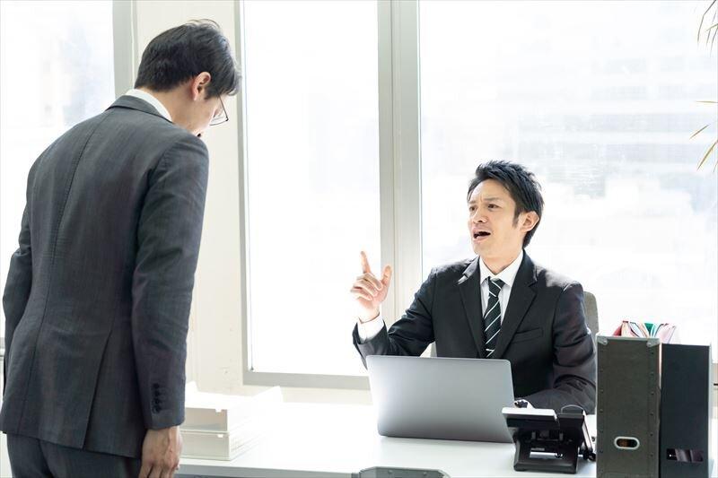 サラリーマンは副業をしても大丈夫?禁止されている場合の罰則について