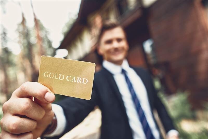 ゴールドカードを持つことはステータスになる?どんなメリットがあるのか?
