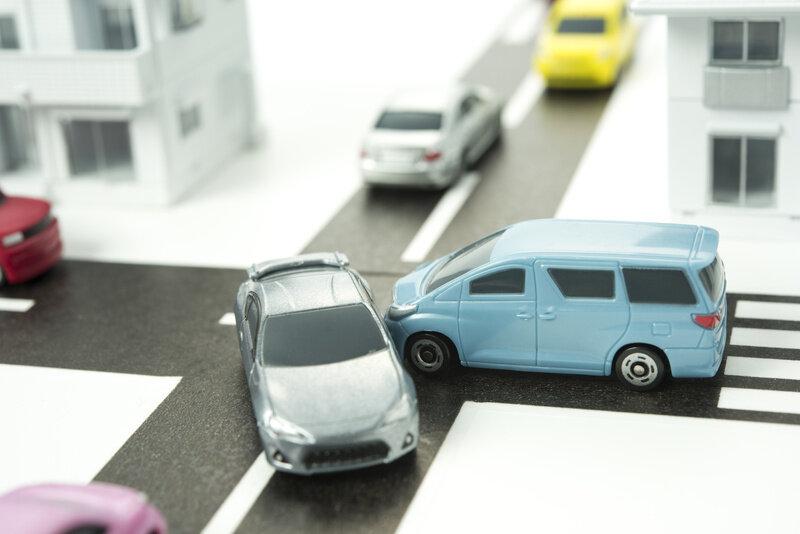 自動車保険はどう算出される?年代別相場と安く抑える方法も