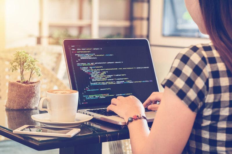プログラミングは独学でも可能?勉強法など徹底解説!