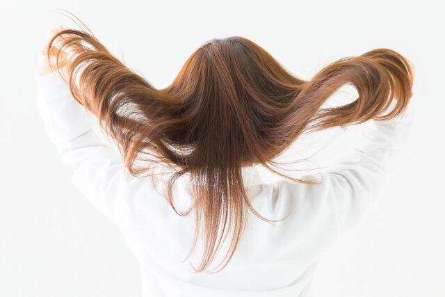 縮毛矯正の値段の相場とは?各美容院で値段が変わる理由について