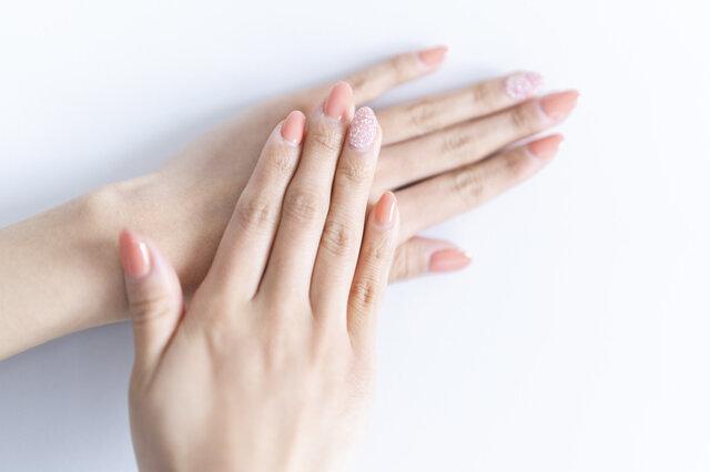 上手に選んで指先をおしゃれに!イエベ肌タイプのネイルカラー