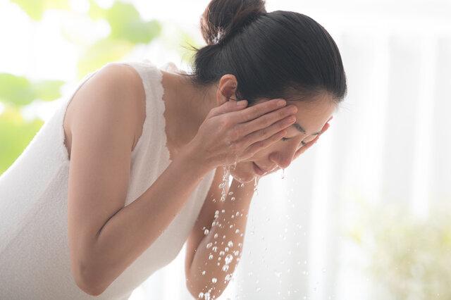 洗顔は水よりお湯の方がスキンケアに良い!?お湯を使うメリットとポイントを解説!