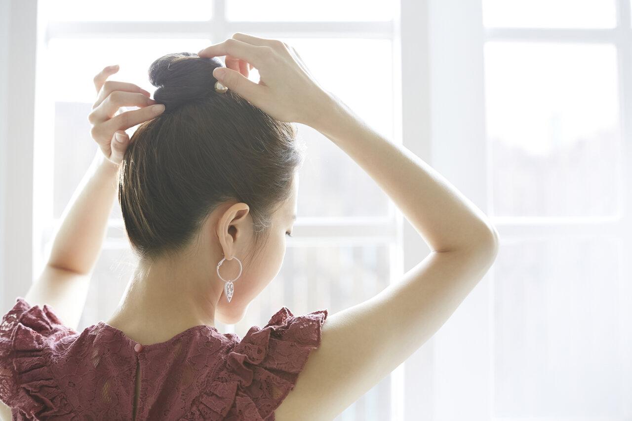 簡単なヘアアレンジとは?どんなヘアアイテムが役に立つ?