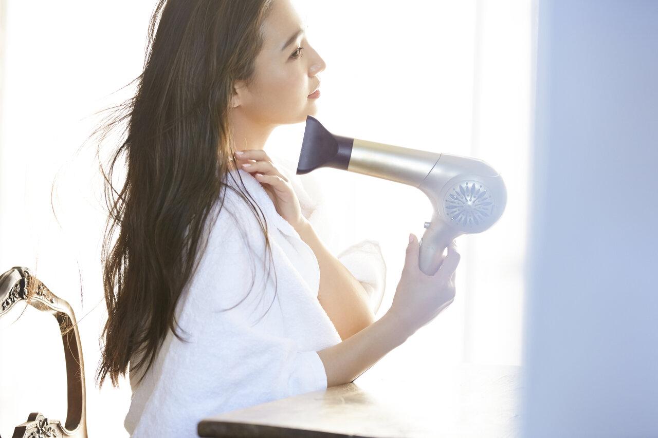 乾燥肌は要注意!頭皮が乾燥する原因と正しいドライヤーの使い方