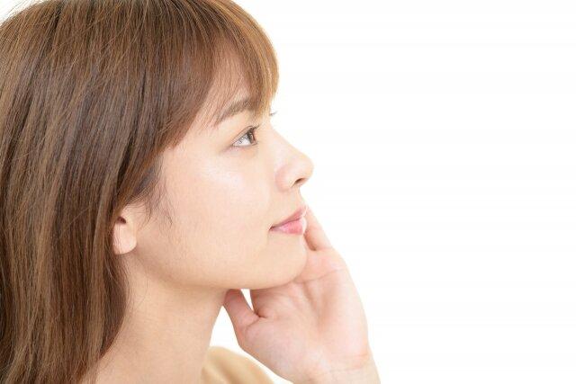 すっぴんは肌荒れを引き起こすって本当?どうすれば綺麗なすっぴん肌になる?
