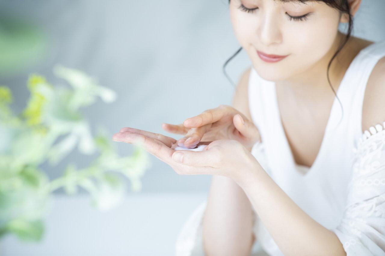 お肌を乾燥から守る!化粧水の正しい使い方を解説!朝は洗い流す方がいい?