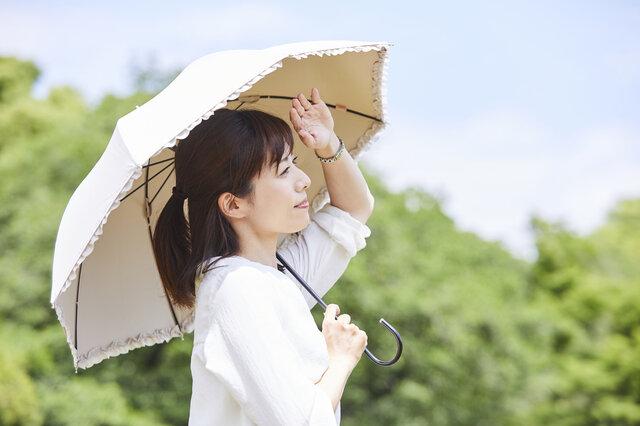 秋の紫外線をしっかりガード!日傘を使って紫外線をカットしよう