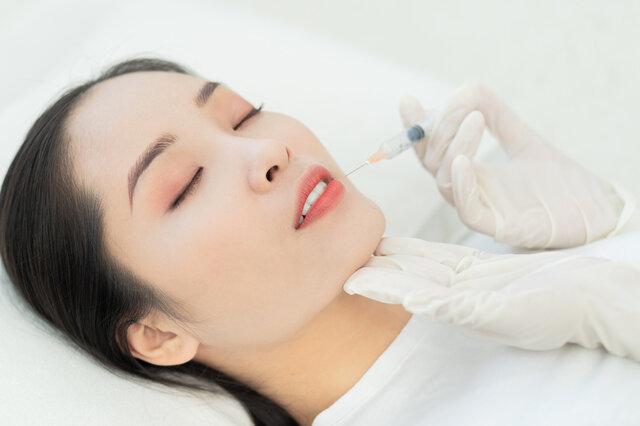 効果的なシワを取る方法は? 美容治療がおすすめされるメリットについて