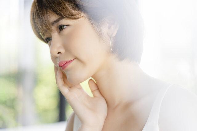 気になる顔のシワの原因は何? 改善できる方法や注意点も知りたい!