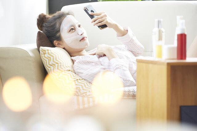 顔のシワは保湿で対策できる?保湿化粧品の選び方と効果的な使い方