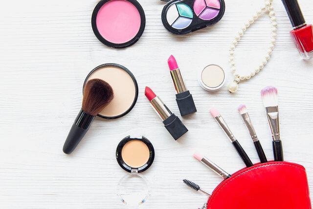 化粧直しにおすすめのアイテム7選!持ち運びやすいアイテムとは?