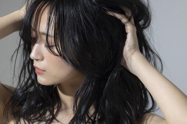 ホホバオイルは髪に良いって本当?メリットやデメリットについて