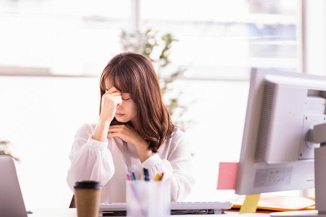 デスクワークが多い方必見!目の疲れを緩和するツボ