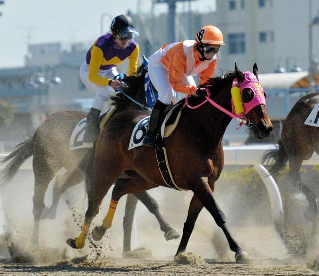 藤田菜七子騎手の騎乗画像
