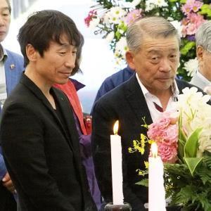 葬儀に参列した横山典騎手(左)と奥平元調教師(右)