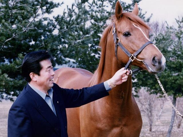 ラムタラと共に映る矢野秀春氏