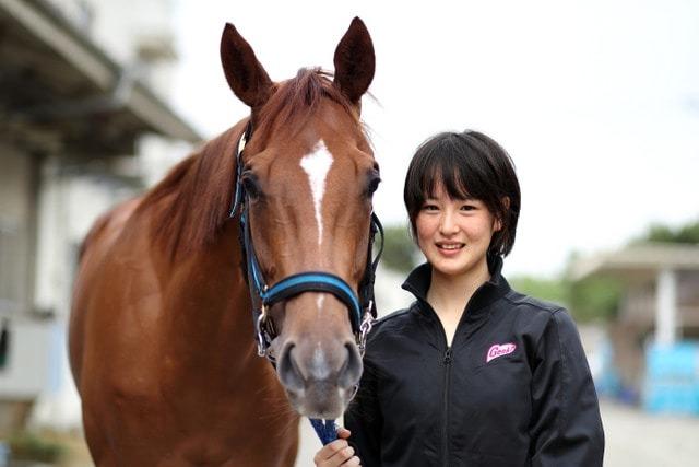 馬とのツーショット映像