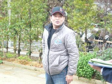 南井克巳調教師(63歳)
