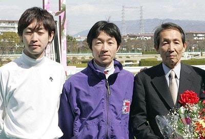 2009年の定年引退時、親子3人での記念撮影