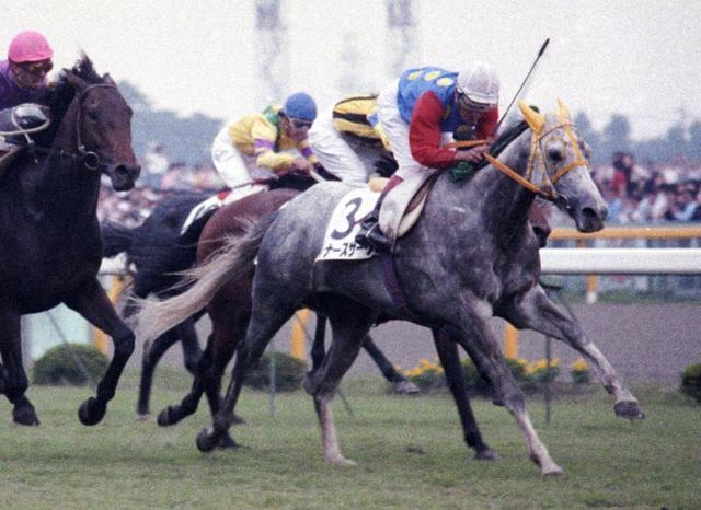 1989年の日本ダービーを制するウィナーズサークル