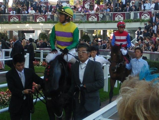 2011年凱旋門賞時の藤田伸二と蛯名正義騎手