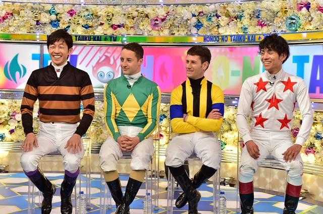 番組のコーナーで勝負服を着て出演する豪華騎手陣