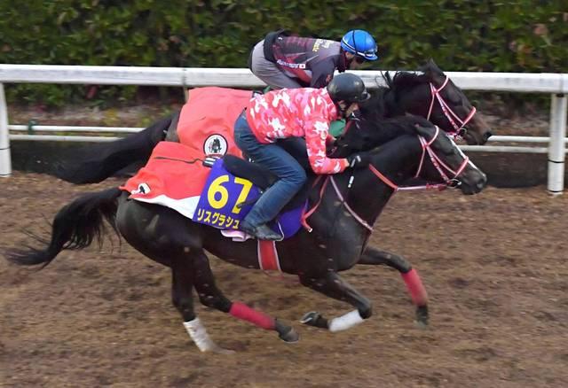 攻めの姿勢を崩さず併せ馬で追い切ったリスグラシュー
