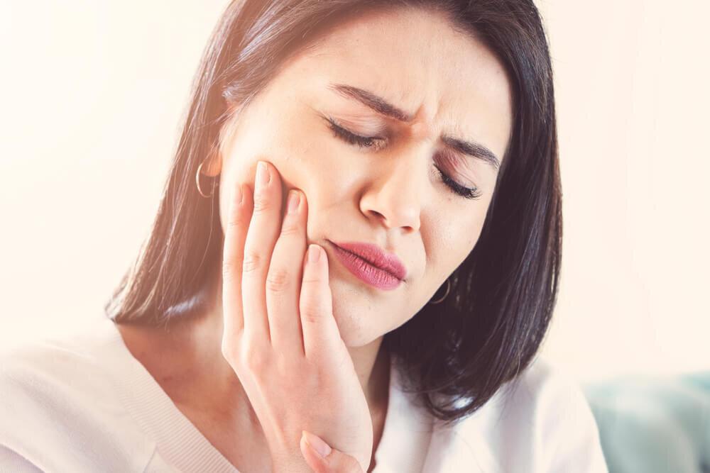 歯ぐきの出血・腫れは何かのサイン? まず疑うべき、すべきこととは【歯科医師監修】