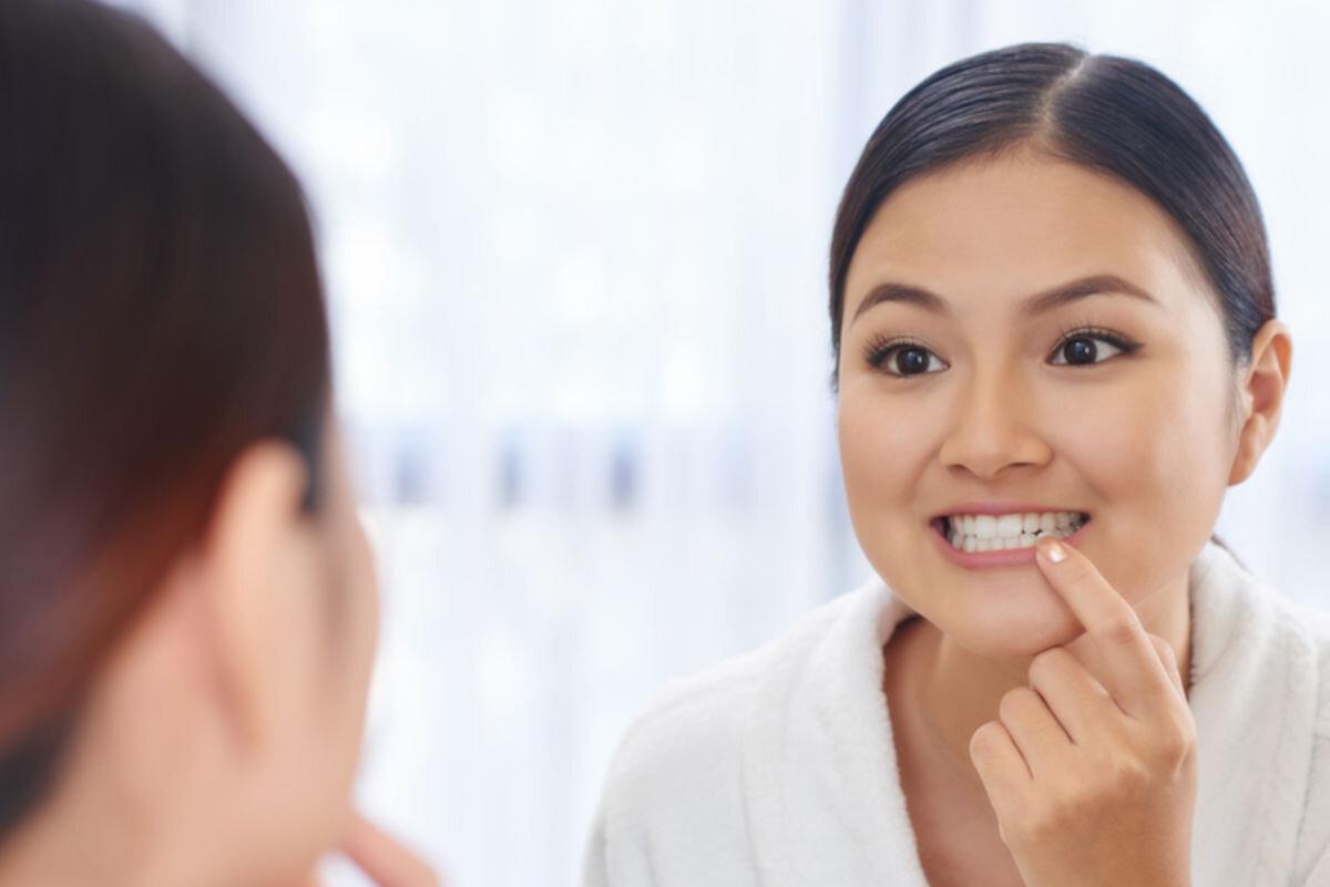 見た目も気になる、歯ぐきが痩せる原因は? 治療法や自宅でできるケアも紹介