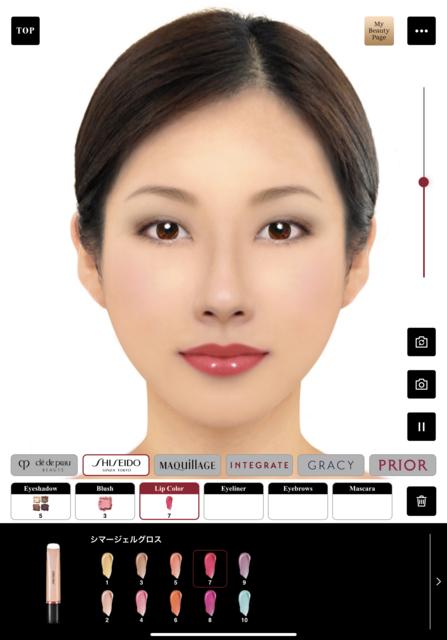 図1:タブレット上で化粧品などを自由に試用できる