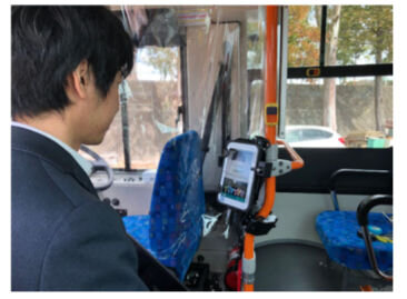 図2:顔認証乗車システム実証実験イメージ画像【バス設置...