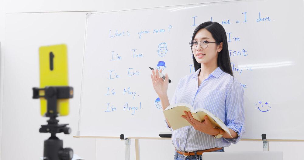 授業配信する大学生